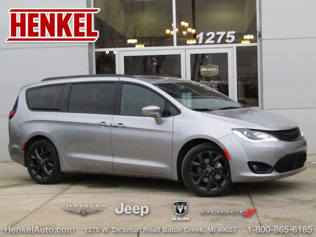New 2019 Chrysler Pacifica Passenger Van In Springfield 190233